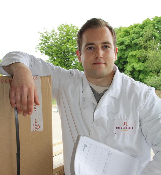 Bartosz wird Fachlagerist bei Niederegger