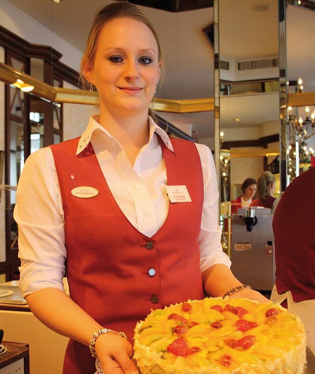 Nadine wird Fachverkäuferin im Lebensmittelhandwerk im Café Niederegger