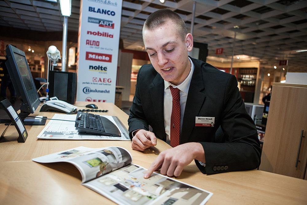 Steven Strauss Ausbildung Zum Einzelhandelskaufmann Bei Möbel