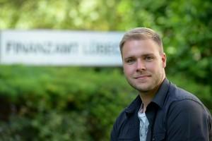 Sebastian: Finanzwirt beim Finanzamt Lübeck