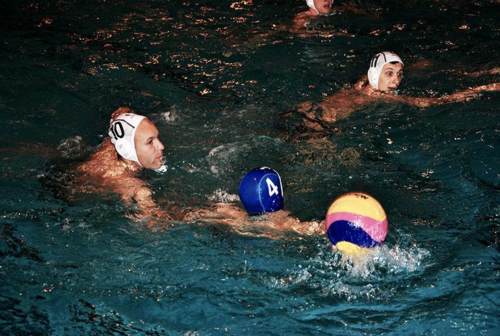 Der TSV Uetersen trainiert Wasserball in der Jürgen-Frenzel-Schwimmhalle.