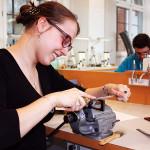 Melanie: 2. Ausbildungsjahr zur Augenoptikerin bei Fielmann im Supercenter in Kiel.