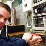 Steffen Kühl (21), hat 2014 als Jahrgangsbester die 3,5-jährige Ausbildung zum Elektroniker für Betriebstechnik mit Zusatzausbildung Telekommunikation abgeschlossen.