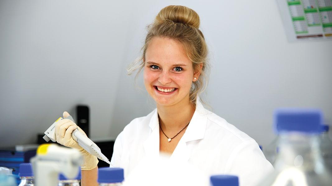 Vanessa: 2. Ausbildungsjahr zur Biologielaborantin bei EUROIMMUN in Lübeck