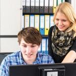 Marvin und Annika: machen eine Ausbildung zum/zur Industriekaufmann/-frau bei den Schleswiger Stadtwerken
