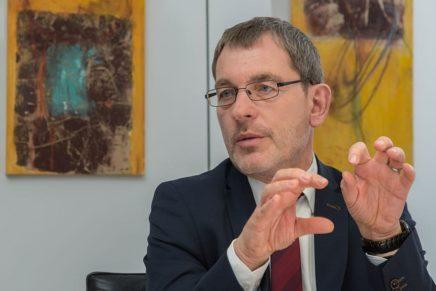 Landrat Dr. Jörn Klimant im Gespräch