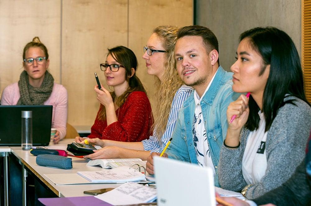 FH Westküste: Studieren mit Firmenanschluss