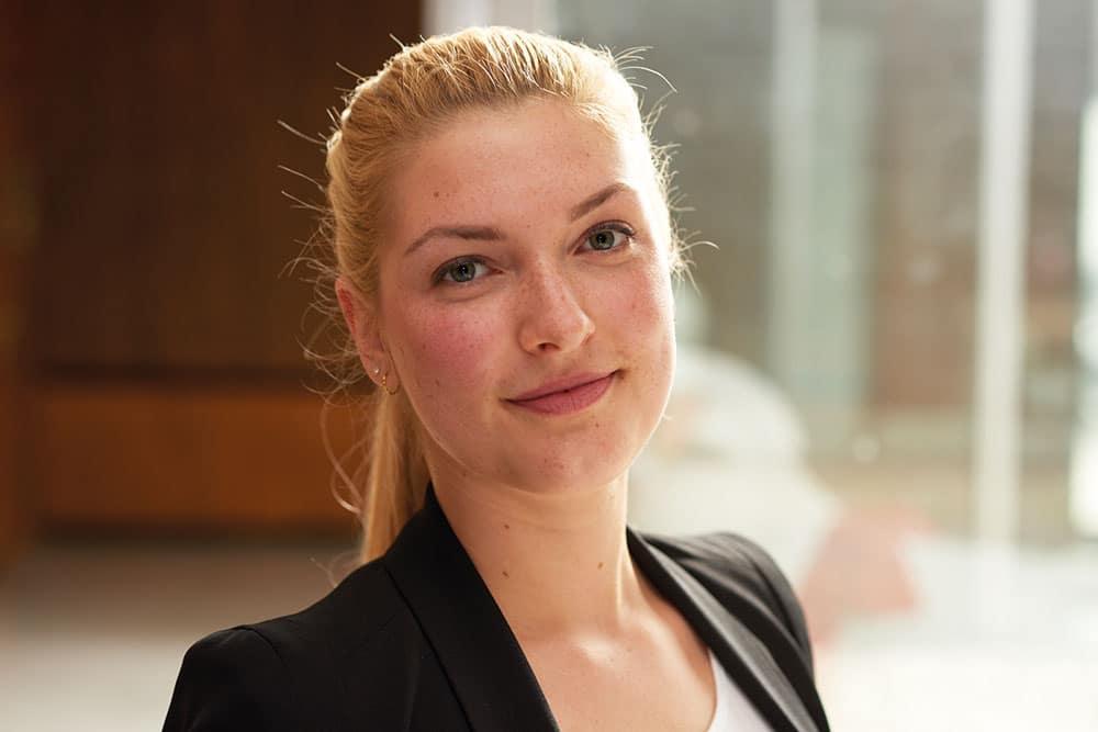 Monica: Wird Verwaltungsfachangestellte bei der Stadtverwaltung Elmshorn
