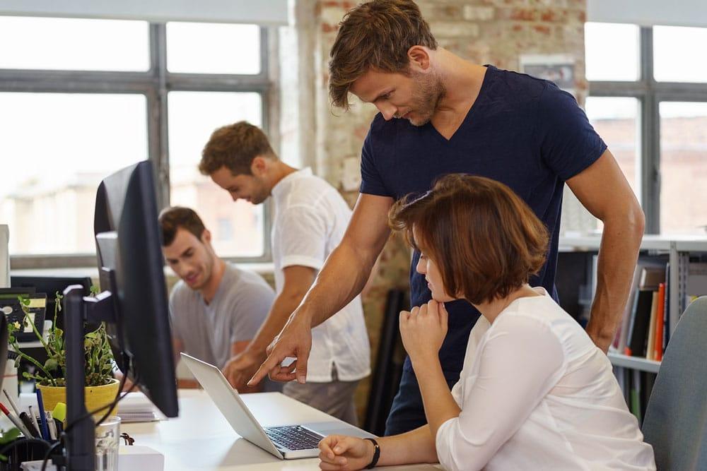 Fachinformatiker für Systemintegration bei der Arbeit
