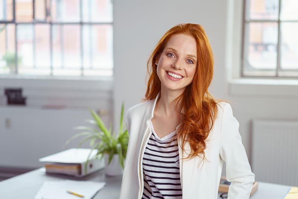 Sozialversciherungskauffrau bei der Arbeit