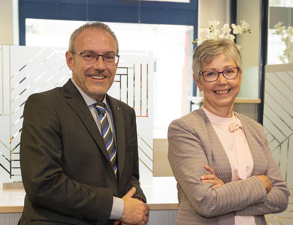 olger Heurs (Marketing) und Regina Andersen (Personal).von der Schleswiger Volksbank