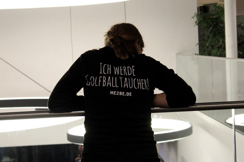 """Shirt mit der Aufschrift """"Ich werde Golfballtaucher"""""""