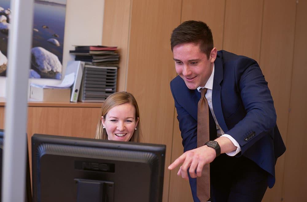 Mitarbeiter der VR Bank Flensburg-Schleswig