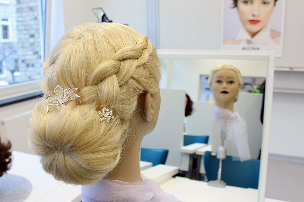 Eines der Modelle der Friseurklasse