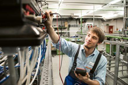 Simon: Wird Elektroniker für Automatisierungstechnik bei der Covestro AG in Brunsbüttel