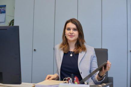 Carolin: Ist Verwaltungsfachangestellte beim Amt Mitteldithmarschen