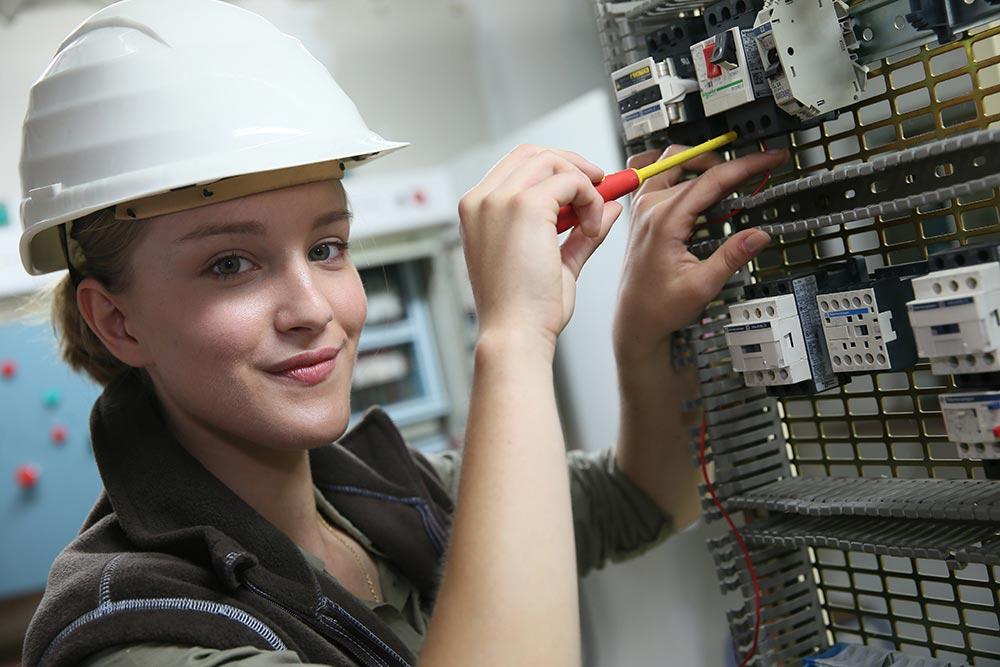 Elektroanlagen montieren