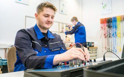 Nils wird Elektroniker für Betriebstechnik