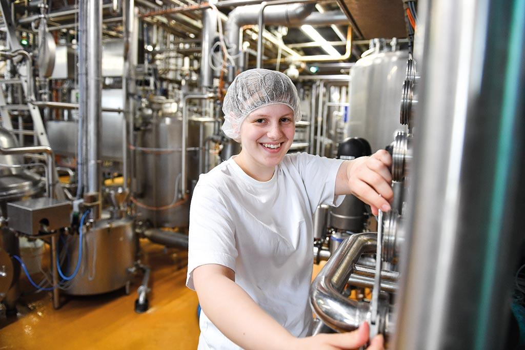 Miriam wird Milchtechnologin bei der Osthusumer Meierei