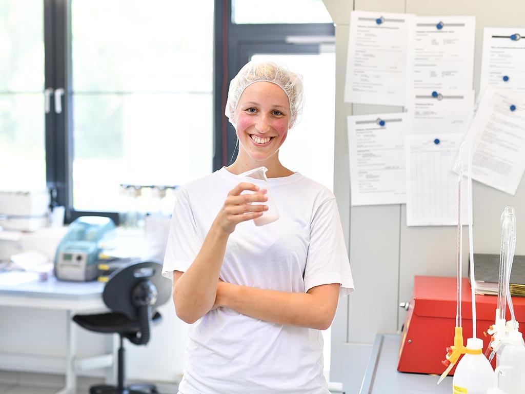 Fenja, Auszubildende zur Milchwirtschaftlichen Laborantin bei der Osterhusumer Meierei