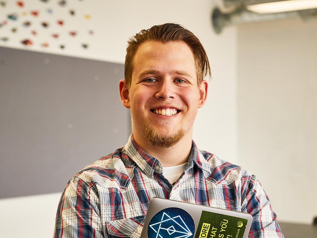 Kris Alexander: Kommunikationsdesign an der Design Factory International