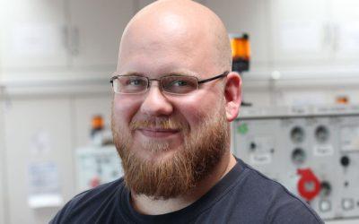 Floris hat seine Ausbildung zum Elektroniker bei den Stadtwerken Kiel erfolgreich abgeschlossen