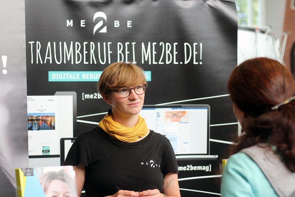 Redakteurin Elena im Gespräch