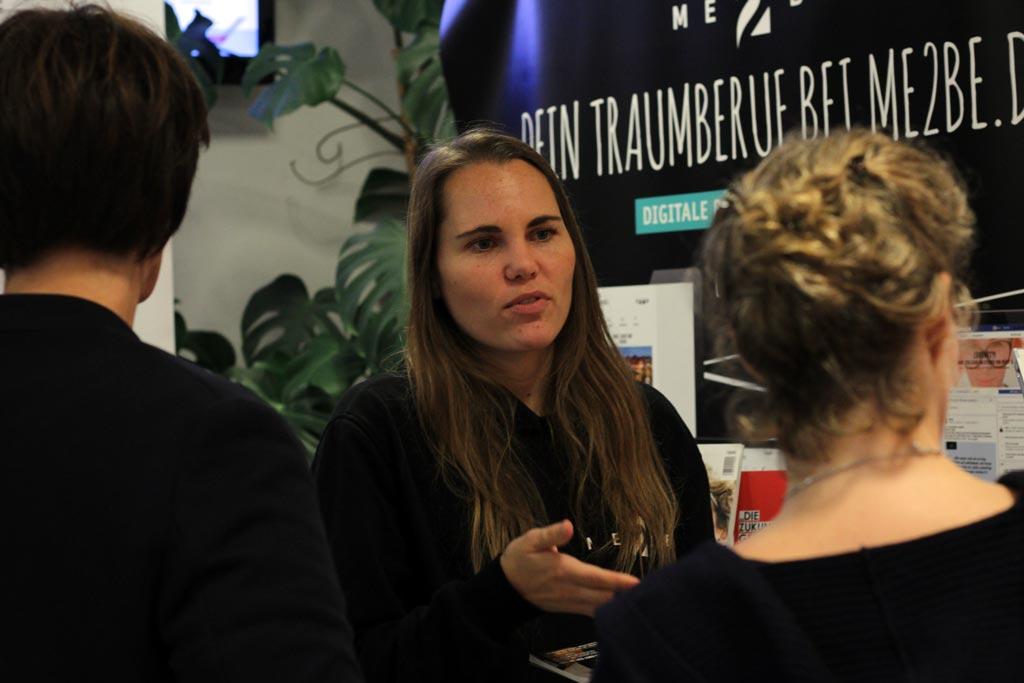 Redakteurin Mirja im Beratungsgespräch
