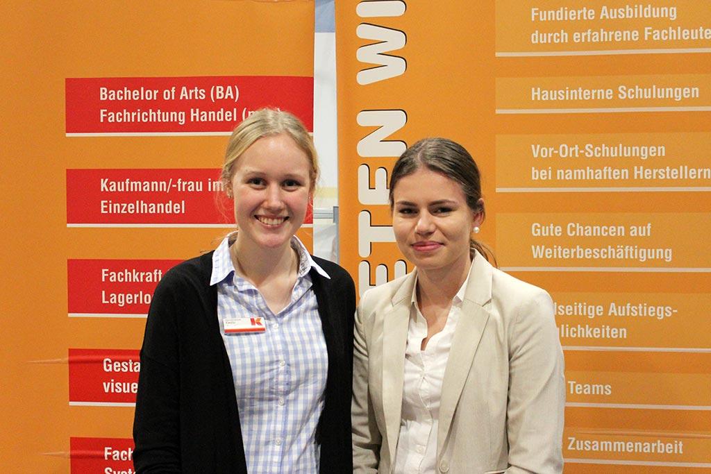 Möbelkraftmitarbeiterinnen Emilie und Lisa