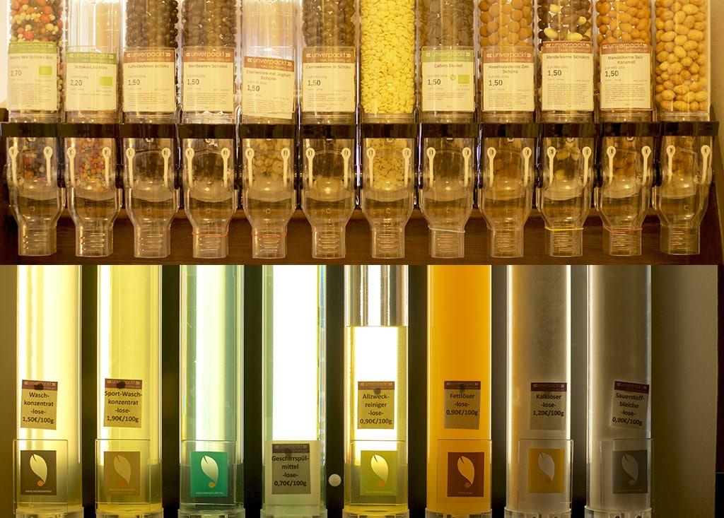 Abfüllbehälter mit Nüssen und Reinigungsmittel im Unverpackt Laden