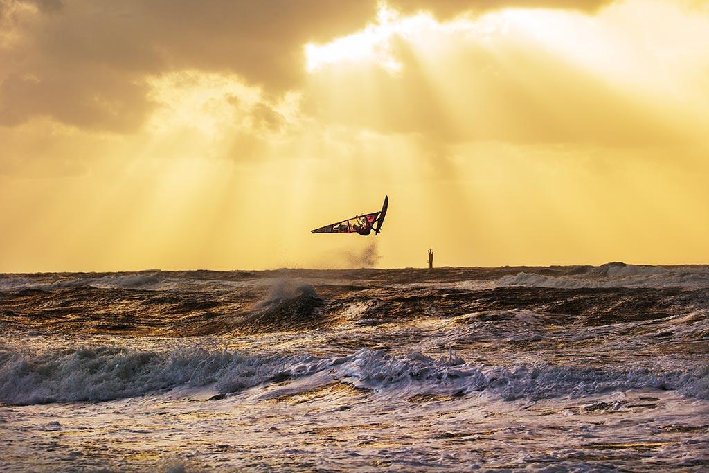 Wo Wind und Wellen sind – Windsurfer Leon Jamaer