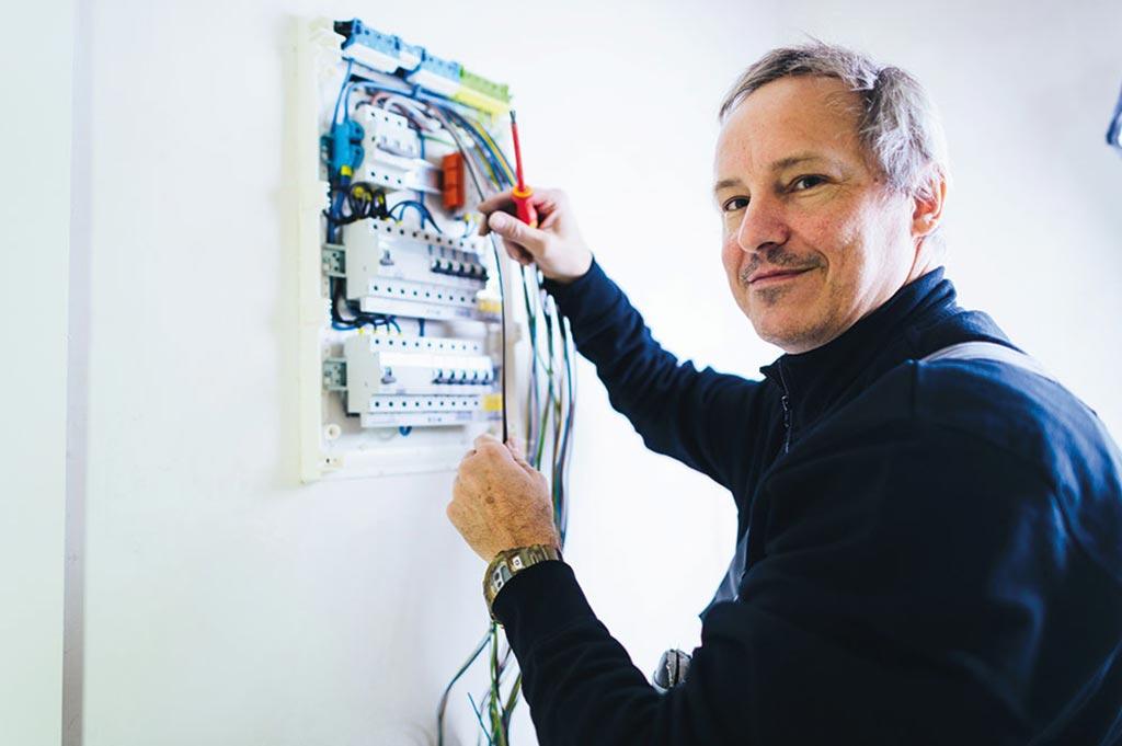 Ein möglicher Ausbildungsberuf bei ADLERSHORS: Elektroniker/in für Energie- und Gebäudetechnik