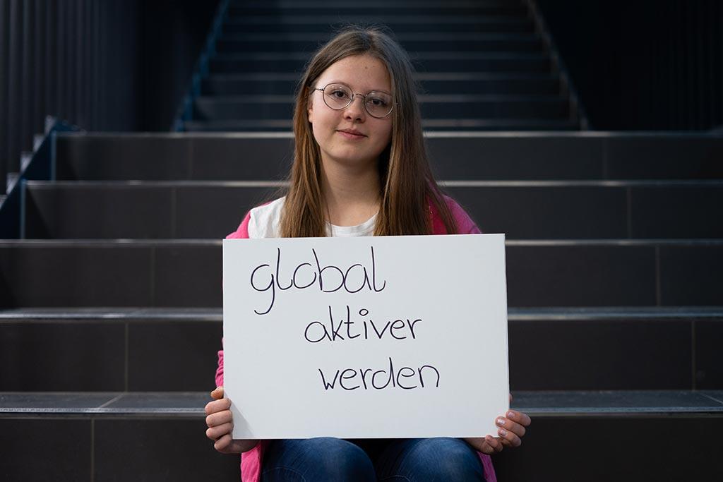 Tyra von der Heinrich-Heine Schule stellt sich unserer Schülerfrage