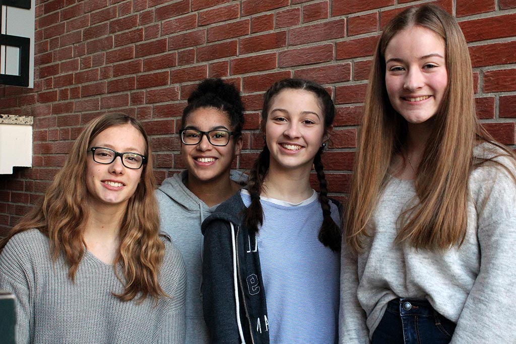 Eine Gruppe Schülerinnen beim ME2BE-Medientag