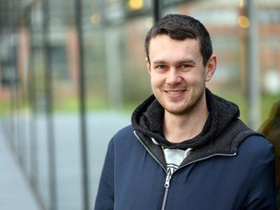 Lars studiert Energiewissenschaften an der Hochschule Flensburg