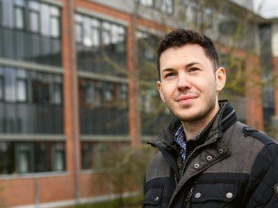Taulant studiert Wirtschaftsinformatik (B.Sc.) an der Hochschule Flensburg