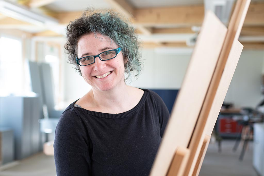 Die Künstlerin und Professorin für Ästhetische Praxis, Käthe Wenzel