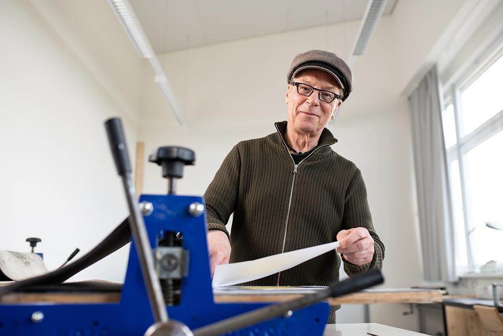 Werner Fütterer ist Lehrkraft für besondere Aufgaben im Bereich Bildende Kunst.