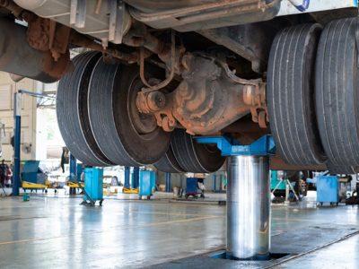 Truck-Center Uhl GmbH Deine Ausbildung zum/zur Kfz-Mechatroniker/in