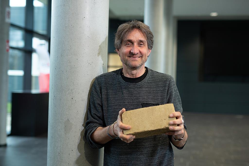 Professor Heiner Lippe spricht über das Projekt Solar Decathlon