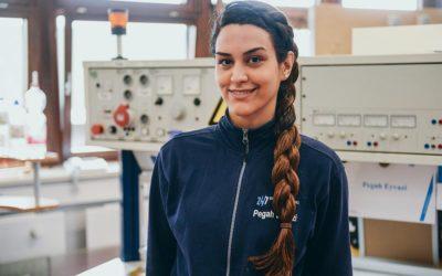 Pegah (32) aus Kermānschāh, lebt mittlerweile in Kiel und absolviert im 1. Jahr eine Ausbildung zur Elektronikerin für Betriebstechnik bei den Stadtwerken Kiel.