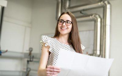 Auszubildende Angelika wird Technische Systemplanerin bei der GMSH – und ist sich sicher, dass sie ihren Traumberuf gefunden hat.