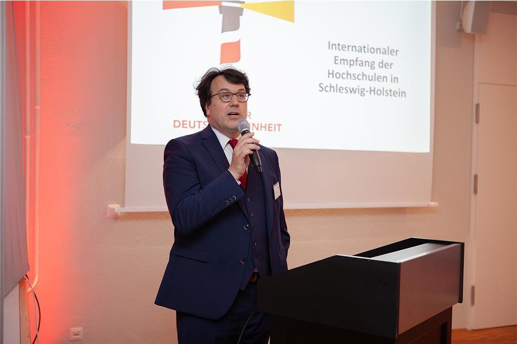 Prof. Rico Gubler, Präsident der Musikhochschule Lübeck und Vorsitzender der Landesrektorenkonferenz, begrüßte die Gäste in der Seeburg.