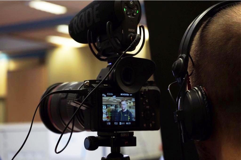 Kamera läuft. Ton läuft. Bitte. – Ein Drehtag mit dem ME2BE-Filmteam