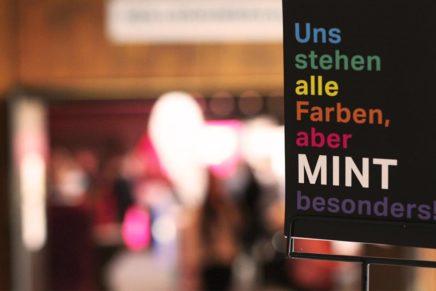 """Volles Zelt bei der zehnten """"Berufe live"""" in Elmshorn am 8.11.19"""