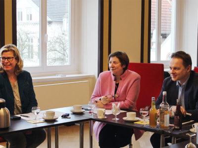Eutins Stadtsprecherin Kerstin Stein-Schmidt (von links), Personalleiterin Karin Leider und Bürgermeister Carsten Behnk präsentierten das neue Konzept bei einem Pressegespräch.