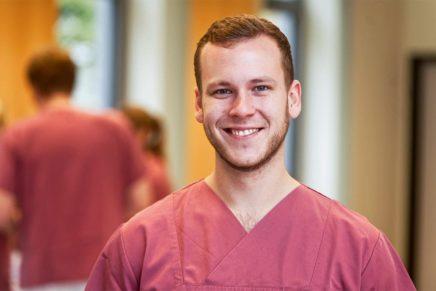 Jonah: Gesundheits- und Krankenpfleger beim Städtischen Krankenhauses Kiel