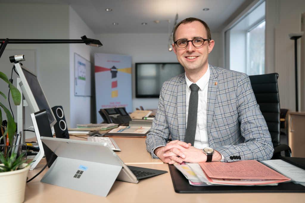 Nachgefragt – Dirk Schrödter über die Bedeutung Künstlicher Intelligenz für das Bildungssystem