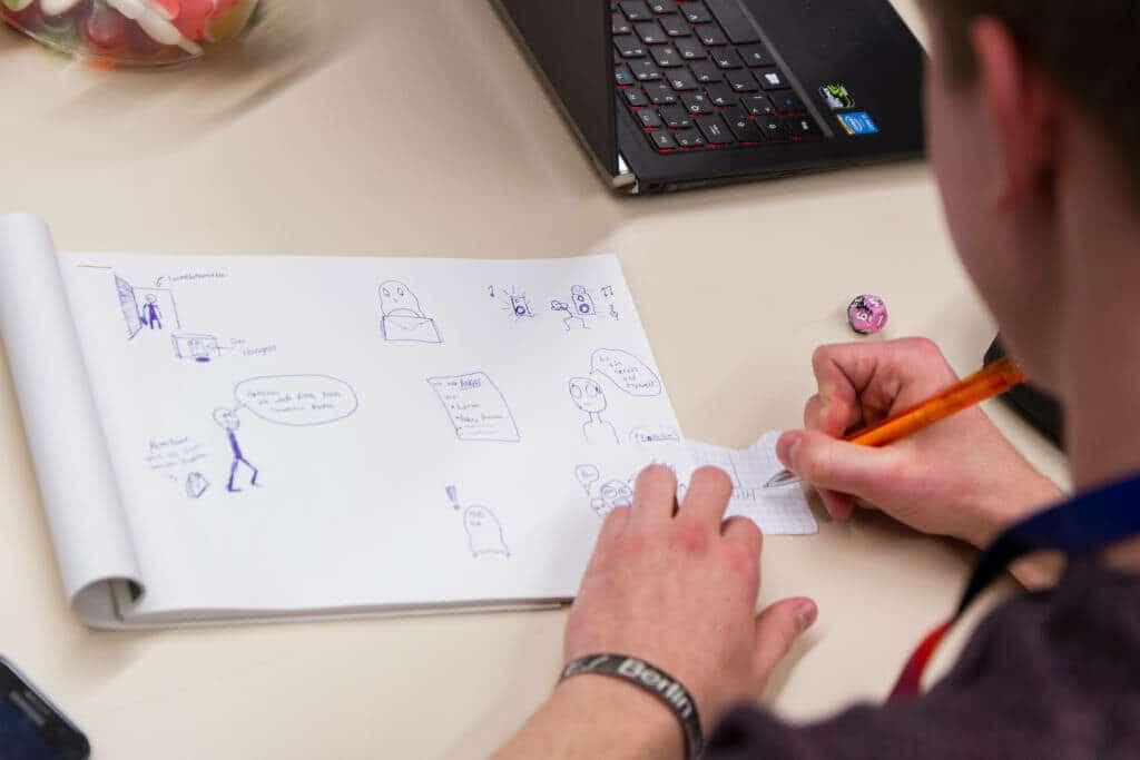 Kugelschreiberzeichnungen auf einem Blatt Papier im Rahmen des IDEENREICH Projekts