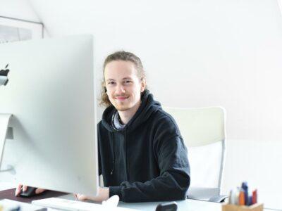 Julian studiert Informatik an der HS Flensburg